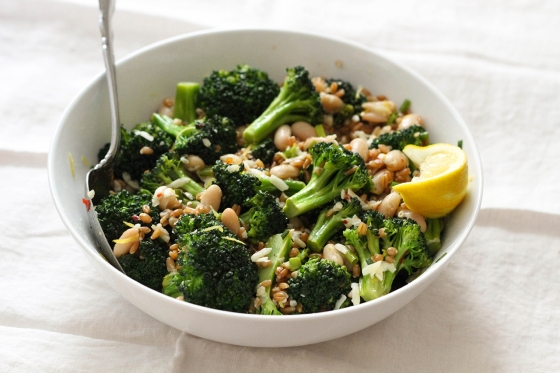 Lemon Farro with White Beans and Broccoli | Lattes & Leggings